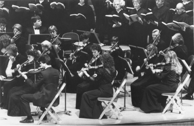 The Augustana Symphony Orchestra and the Handel Oratorio Society preform Messiah in Centennial Hall, 1992. Augustana Photograph Collection.