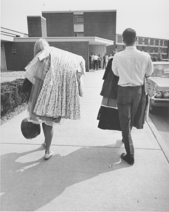 Students move into their dormitories, 1966. Image C-F04183, Augustana College Photograph Collection.